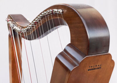 David Romanesque Harp